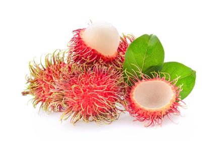 Rambutan Frucht und Blatt auf weissem Hintergrund