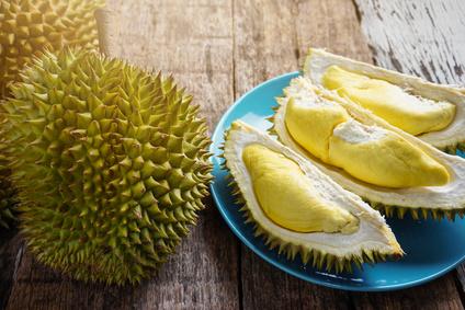 Durian Frucht auf Tisch